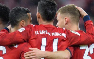 Spieler vom FC Bayern München jubeln über einen Treffer beim Schützenfest gegen Mainz.