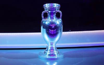 Der EM-Pokal.