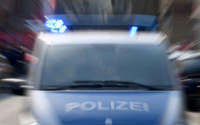 Polizeiauto mit Blaulicht.