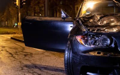 Ein beschädigter PKW nach dem Unfall auf der Fürstenrieder Straße.