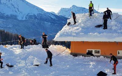 Feuerwehr beim Schnee-Einsatz im Berchtesgadener Land