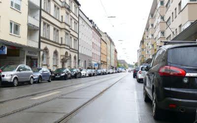 Parkende Autos in der Fraunhoferstraße