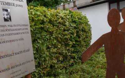 Gedenktafel für Dominik Brunner am S-Bahnhof Solln