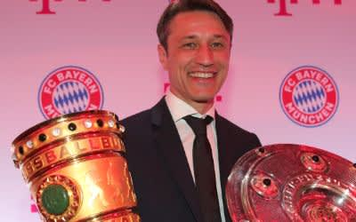 Nico Kovac mit dem Pokal und der Meisterschale - Bankett des FC Bayern in der Hauptstadt-Repräsentanz Deutsche Telekom nach dem Pokalsieg in Berlin am 26.5.2019