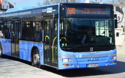 Der Expressbus X80 am Moosacher Bahnhof