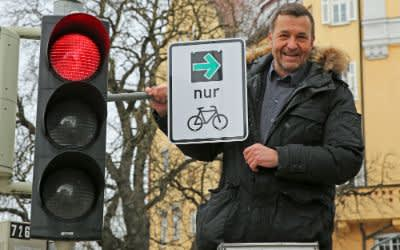 Kreisverwaltungsreferent Dr. Thomas Böhle mit dem ersten Grünen Pfeil