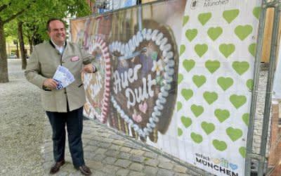 Wirtschaftsreferent Clemens Baumgärtner wirbt für Dult-Gutscheinaktion