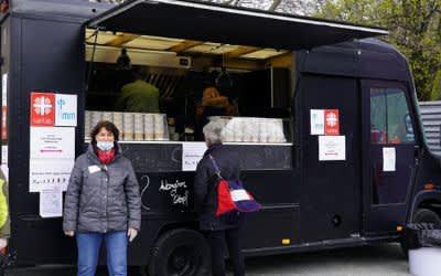 Der neue Foodtruck der Caritas München in der Nähe des Hauptbahnhofs