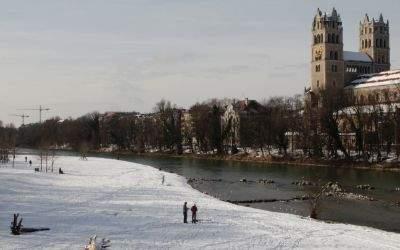 Schnee an der Isar