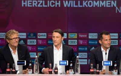 Pressekonferenz FC Bayern München mit der Vorstellung des neuen Trainers Niko Kovac (Mitte) in der Allianz Arena.