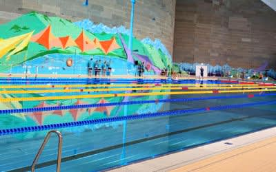 Die Haupthalle in der sanierten Olympia-Schwimmhalle mit Sportbecken
