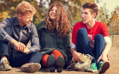 Teenager im Herbst