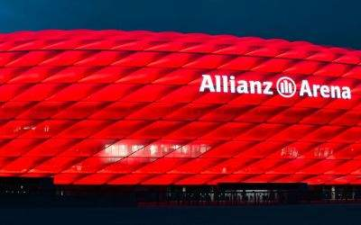 Allianz Arena in roter Beleuchtung