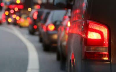 Verkehrsstau auf der Straße