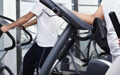 Trainieren im Fitness-Studio