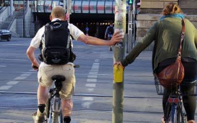 Radfahrer an einer Ampel