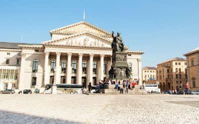 Der Max-Joseph-Platz in der Münchner Altstadt