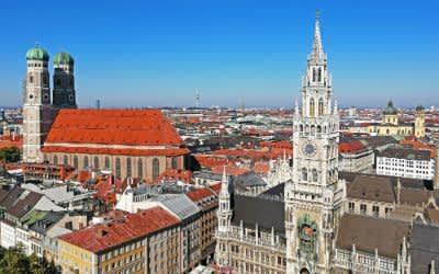 Frauenkirche und das Neue Rathaus