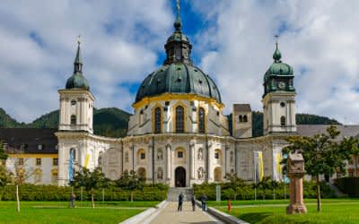 Barocke Klosterkirche in Ettal