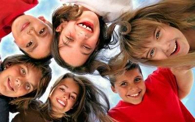 Kinder lächeln