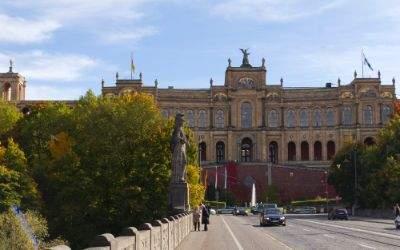 Maximilianeum im Herbst
