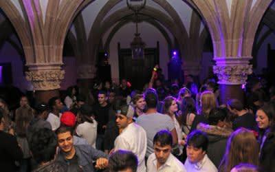 Junge Leute beim Rathausclubbing 18.jetzt.