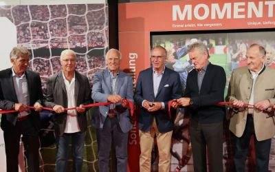 """Sepp Maier, Hans-Georg """"Katsche"""" Schwarzenbeck, Uli Hoeneß oder auch Karl-Heinz Rummenigge waren zur Eröffnung einer Sonderausstellung in die Erlebniswelt des deutschen Fußball-Rekordmeisters gekommen."""