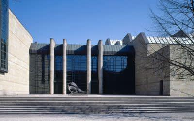 Neue Pinakothek von außen im Winter