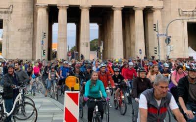 Rund 17.000 Menschen fuhren bei der Radlnacht am 10.8.2019 durch München.