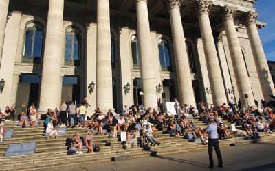 Die Stufenbar vor dem Nationaltheater