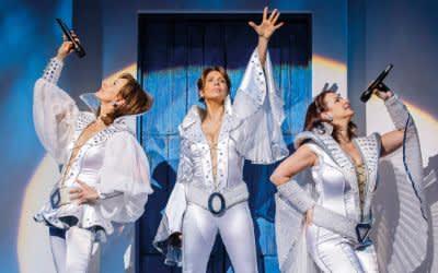 Szene aus Mamma Mia im Deutschen Theater