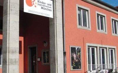 Das Kinder- und Jugendmuseum in München in der Außenansicht.