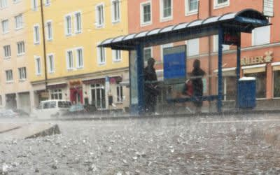 Regenschauer in München am Rosenheimer Platz