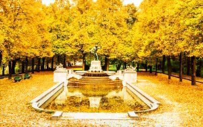 Der Vater-Rhein-Brunnen im Herbst