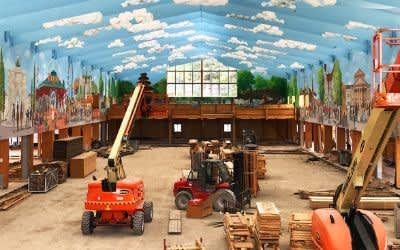 Aufbau im Wiesn-Festzelt auf dem Oktoberfest
