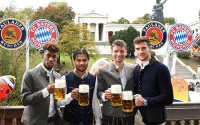 Bayern-Stars besuchen Oktoberfest