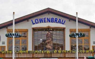 Der alte Löwenbräu-Löwe am Festzelt