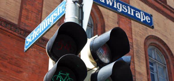 Schellingstraße Straßenschild mit Fahrradampel