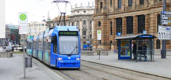 Tram 21 am Lenbachplatz