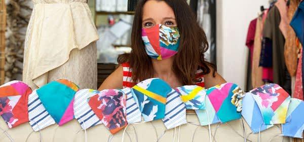 Svenja Jander mit Design-Masken