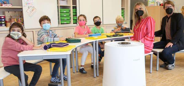 Klassenzimmer mit Luftfilter