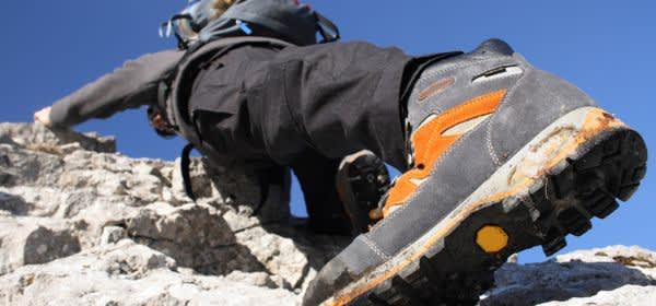 Bergsteiger an Felsen