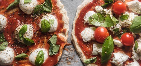 Pizza mit frischen Zutaten