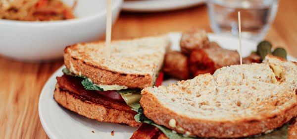 Sandwiches auf einem Teller
