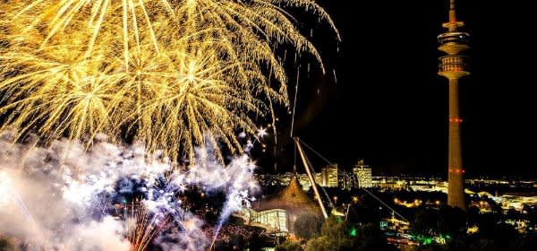 Feuerwerk über dem Olympiapark