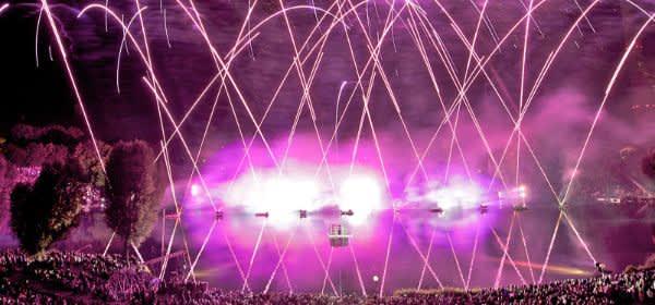 Feuerwerk beim Sommernachtstraum im Olympiapark