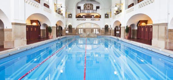 Das Große Schwimmbecken im Müller'schen Volksbad