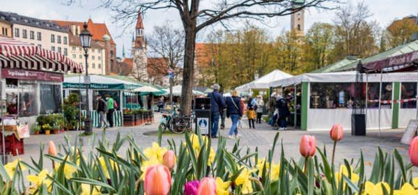 Der Münchner Viktualienmarkt im Frühjahr