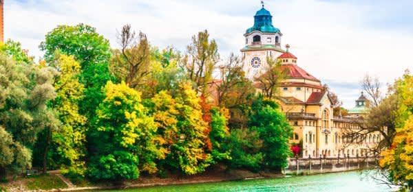 Müller'sches Volksbad im Herbst