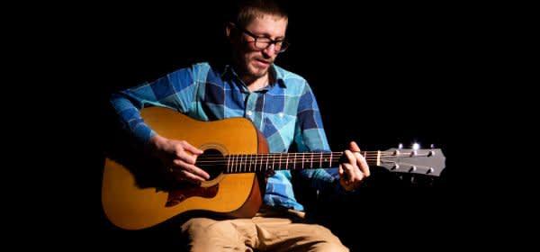 Gitarrist auf Bühne